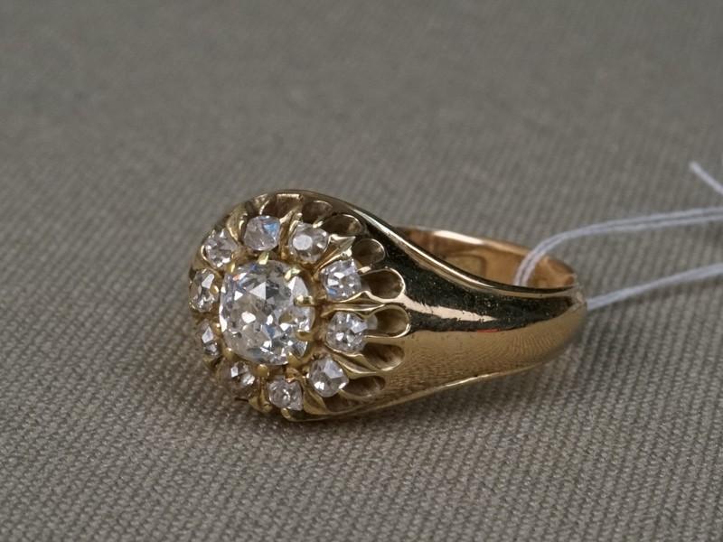 Кольцо «Малинка», золото 583пробы, общий вес— 5,03г. Вставки: бриллианты (1бр «Старой» огр. — 0,64ct 6/7; 10бр «Старой» огр. — 0,40ct 3/3-4). Размер кольца 16,5.