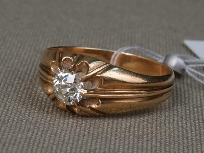 Кольцо, золото 56пробы, общий вес— 3,81г. Вставки: 1бриллиант («Старой» огр. — 0,52ct 8-3/7). Размер кольца 18,5