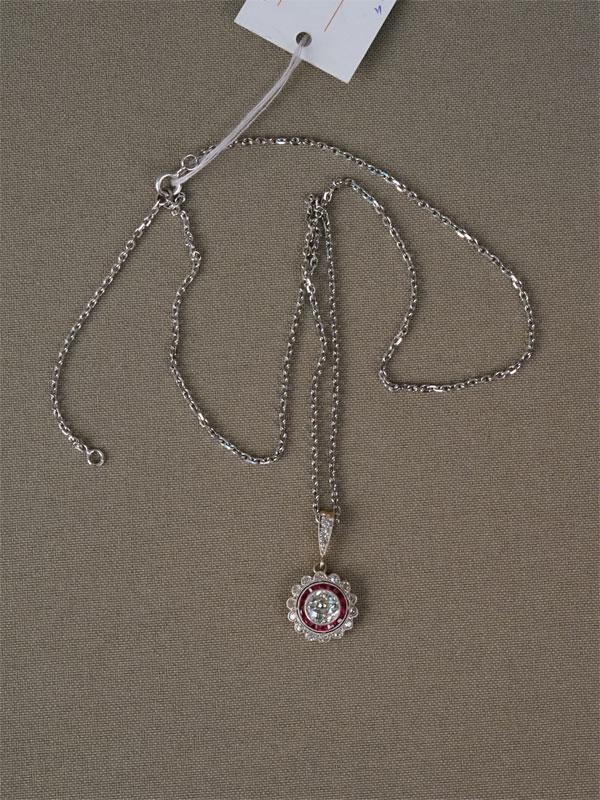 Подвеска встиле ар-деко сцепью, золото 750пробы,вставки: бриллианты (1бр старой огр 0,748-1/6, 17бр старой упрощенной огр 0,233/3-4), выращенные рубины, общий вес— 5,90г.