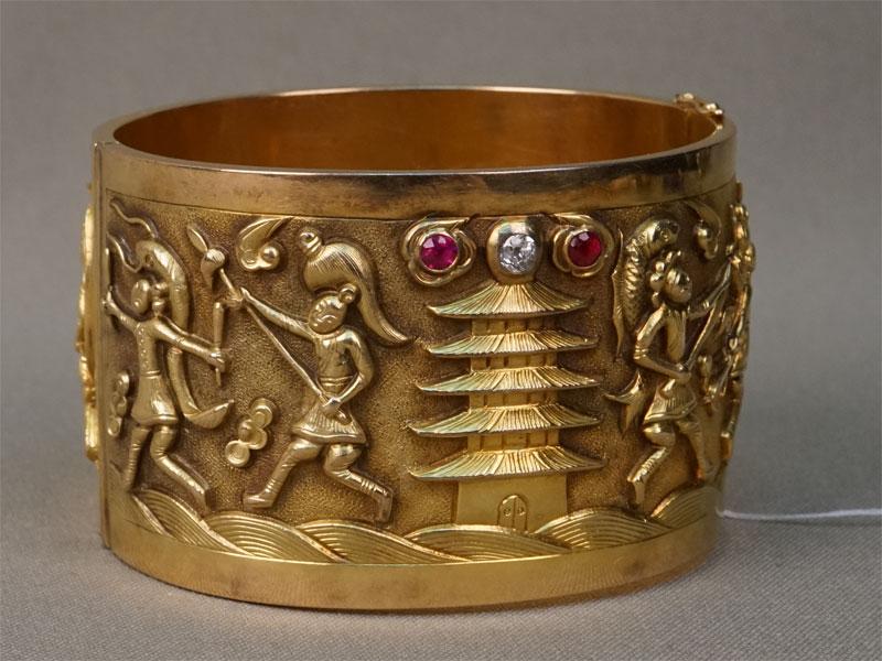 Браслет «Восточный», золото 583пробы, общий вес— 102,6г. Вставки: 2бриллианта («Старой» огр. — 0,50ct 3/5); выращенные рубины