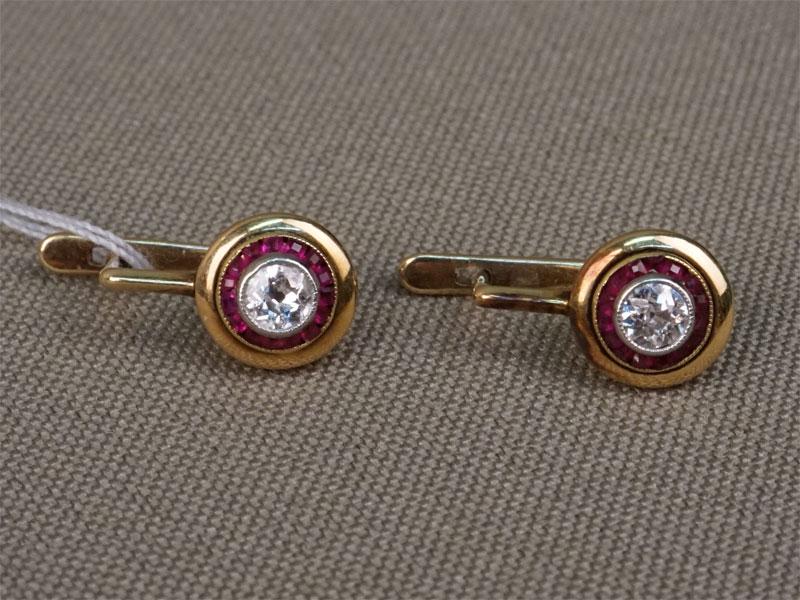 Серьги, золото 583пробы, вставки: бриллианты (2бр «старой» огр. 0,184/5-6), рубины выращенные,  общий вес— 2,55г.