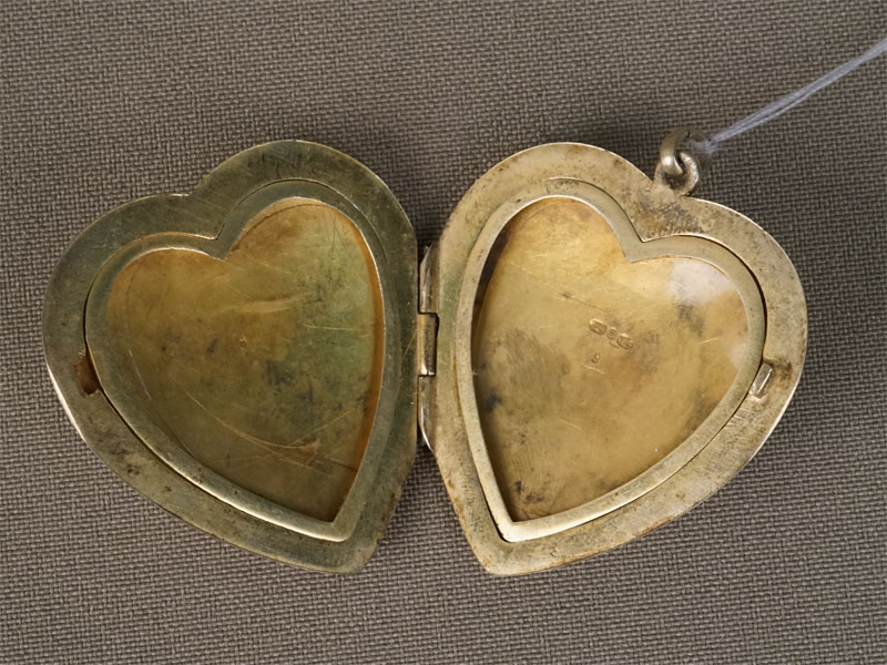 Подвеска-медальон «Роза», серебро 84пробы, эмаль, роспись, золочение внутри, общий вес— 22,61г., высота— 4см