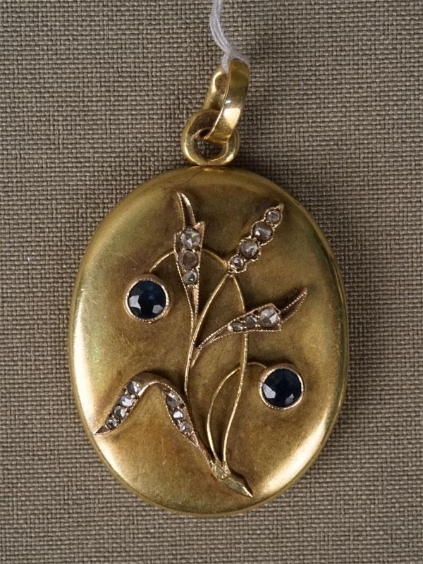 Подвеска-медальон, золото 56пробы, вставки: бриллианты (17бр «роза»), сапфиры (2сапф. 0,504/3), общий вес— 13,24г.