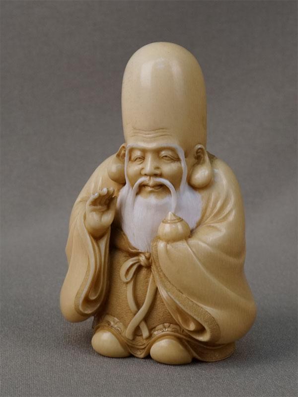 Окимоно «Фукурокудзю» (бог мудрости идолголетия), кость, резьба. Япония, конец XIX — начало XXвека, высота— 7,5см