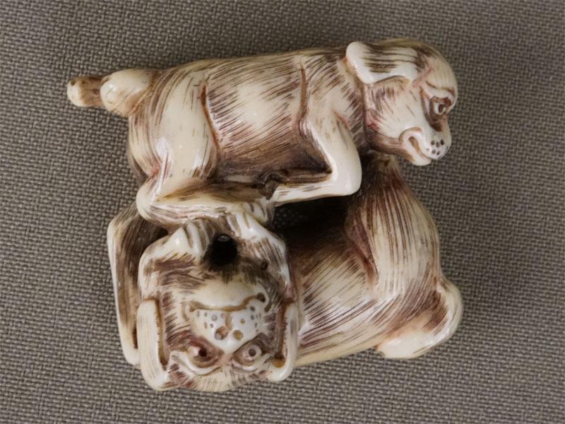 Антиквариат. Нэцкэ собака близнецы щенок