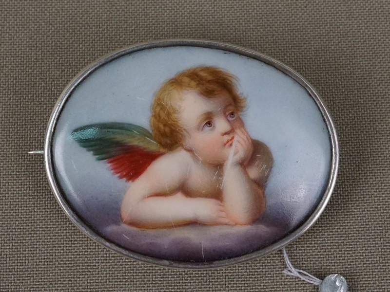 Брошь «Ангел Хранитель», серебро 84пробы, фарфор, живопись. Общий вес— 13,54г., 4,7×3,6см