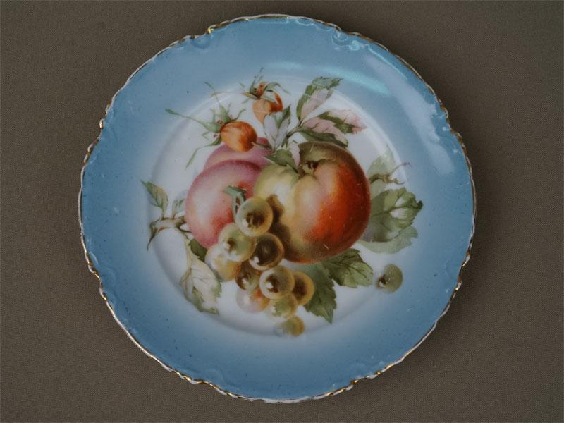 Антиквариат. Тарелка «Фрукты и ягоды», фарфор, Гарднерм