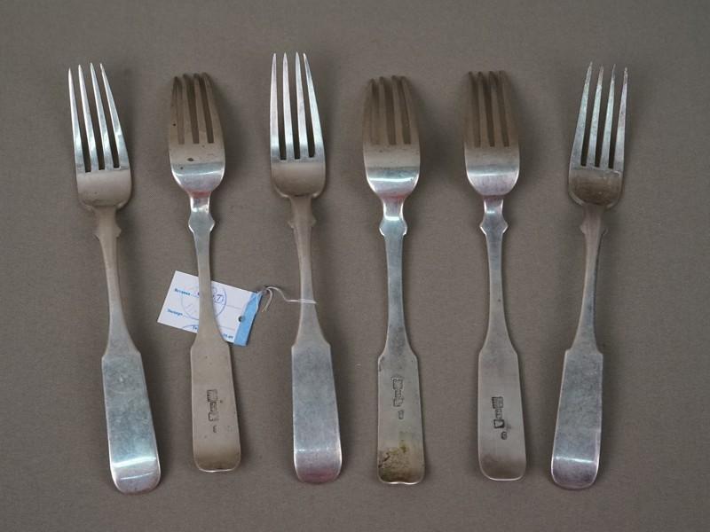 Шесть столовых вилок, серебро 84пробы, общий вес— 354,2г. Москва, 1840год