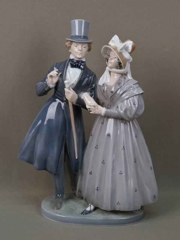 «Викторианская пара», фарфор, роспись. Дания, Royal Copenhagen, вторая половина XXвека, высота— 30см