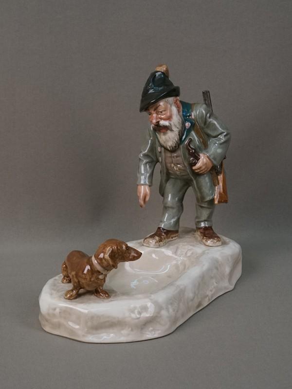 Пепельница «Охотник итакса», фаянс, роспись. Германия, конец XIXвека, длина— 22см