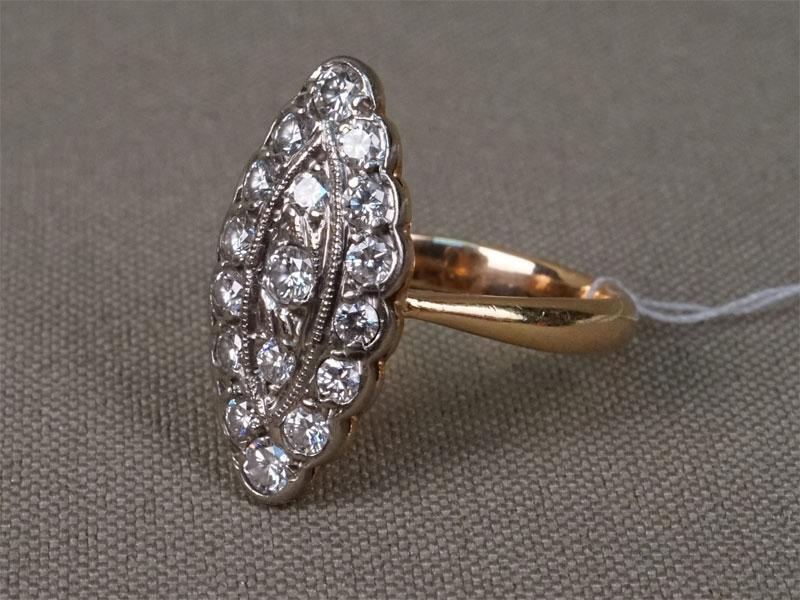 Кольцо, золото 583пробы, общий вес— 4,0г. Вставки: 17бриллиантов (Кр57— 0,69ct 3/4), размер кольца 16,5.