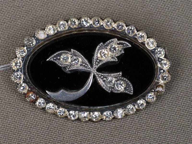 Брошь, серебро 875пробы, стекло, общий вес— 10,25г.