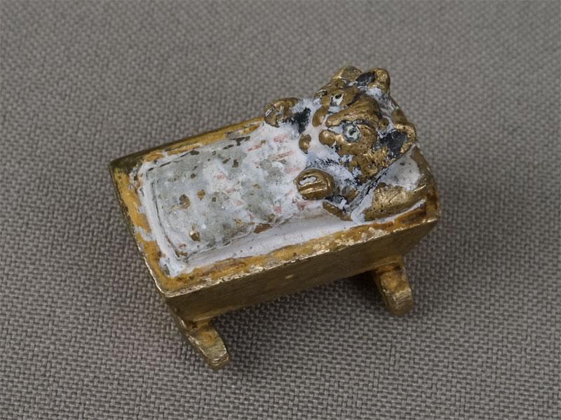 «Котенок вколыбели», венская бронза. Вена, XIXвек, длина— 2,5см