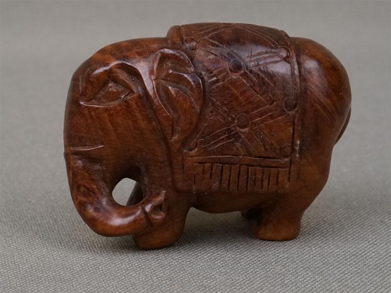 Нэцкэ «Слон», дерево, резьба. Япония, начало XXвека, длина— 4см