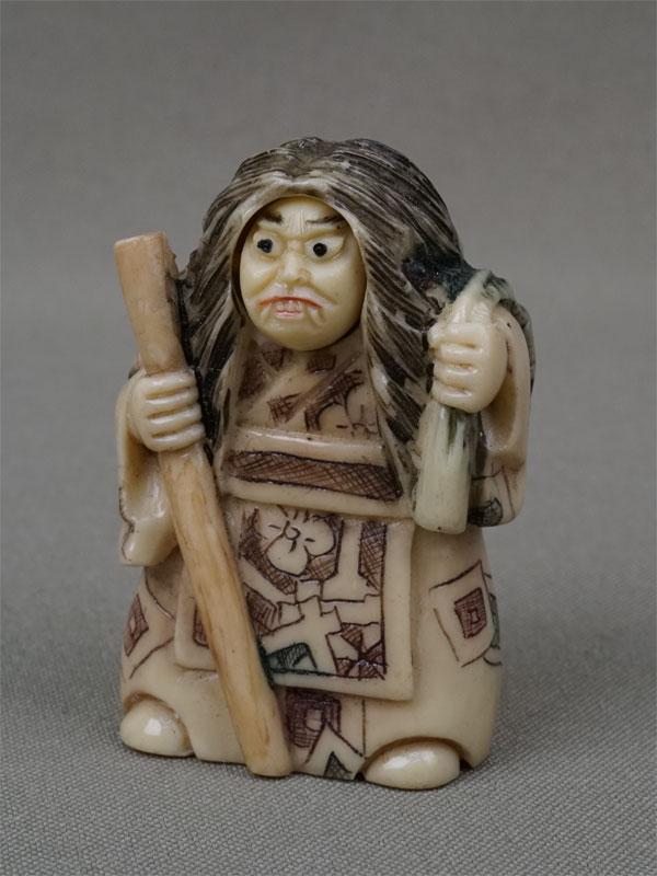 Нэцкэ «Актер театра Но сдвумя лицами», кость, резьба. Япония, начало XXвека, высота— 5см
