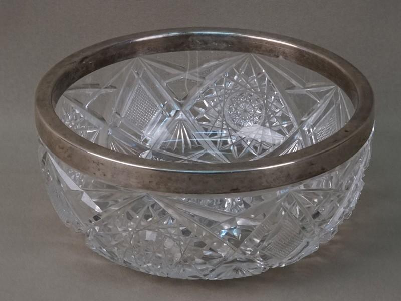 Ваза, хрусталь, серебро пореактиву. Франция, конец XIX— начало ХХ века, диаметр— 17,5см