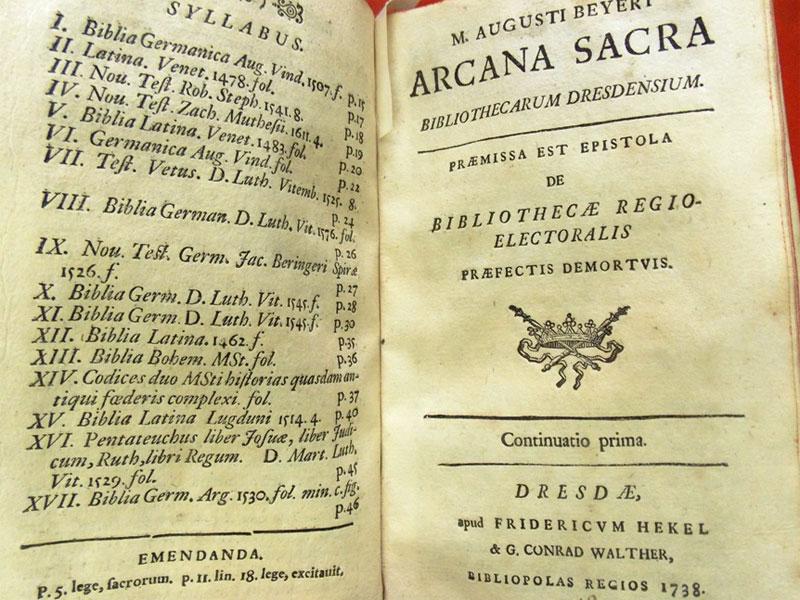 Beyer, August. Arcana sacra bibliothecarum dresdensium / Редкие книги дрезденской библиотеки. P. 1-3. — Dresdae [Dresden]: Hekelium, 1738-1739. — 144с. <i>Цельнокожаный преплет. Редкость.</i>