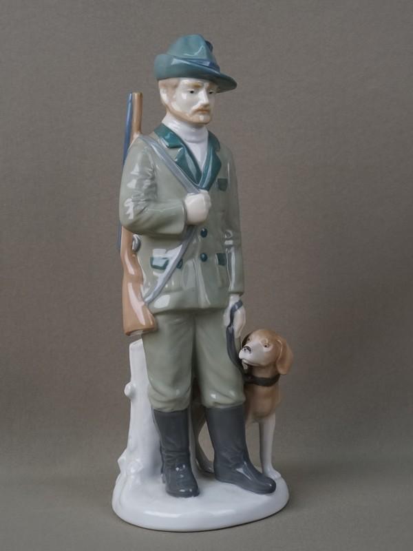 «Охотник ссобакой», фарфор, роспись. Германия, Grafenthal, высота— 27см, 1950-е годы