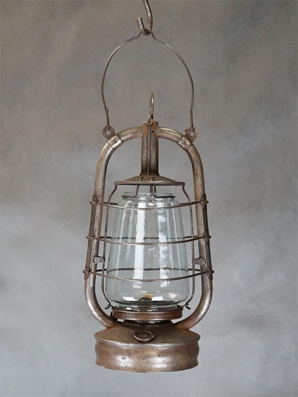 Фонарь керосиновый «Летучая мышь», металл, стекло, начало XX века, высота 48см
