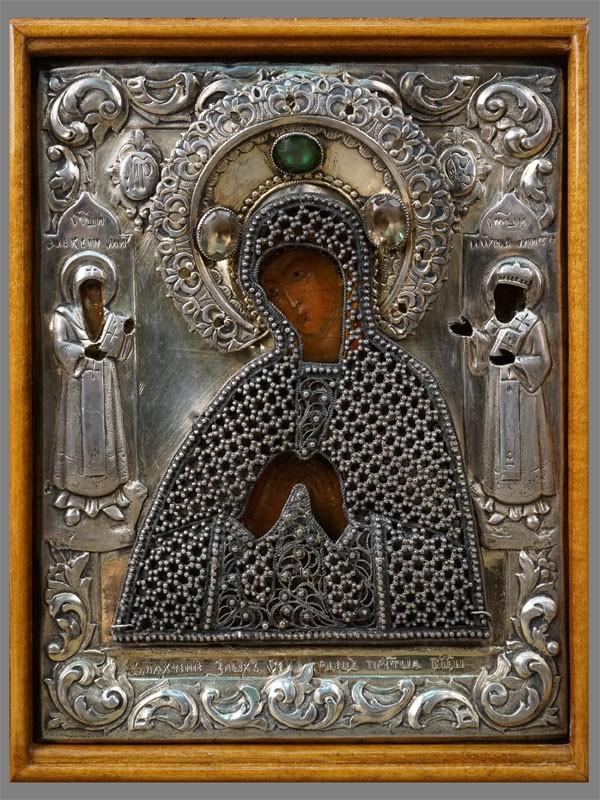 Икона  в киоте «Пресвятая Богородица Умягчение злых сердец со Святыми Митрополитами Алексием и Ионой на полях», дерево, темпера, XIX век, 16,5 × 13см. Оклад серебро 84 пробы, скань
