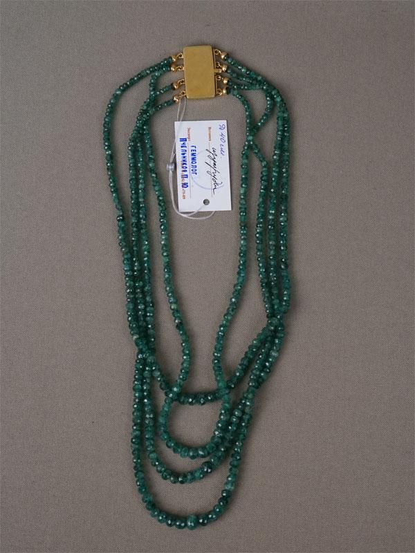 Колье, золото по реактиву (750 пробы), изумруды, общий вес 51,97г., длина 40см
