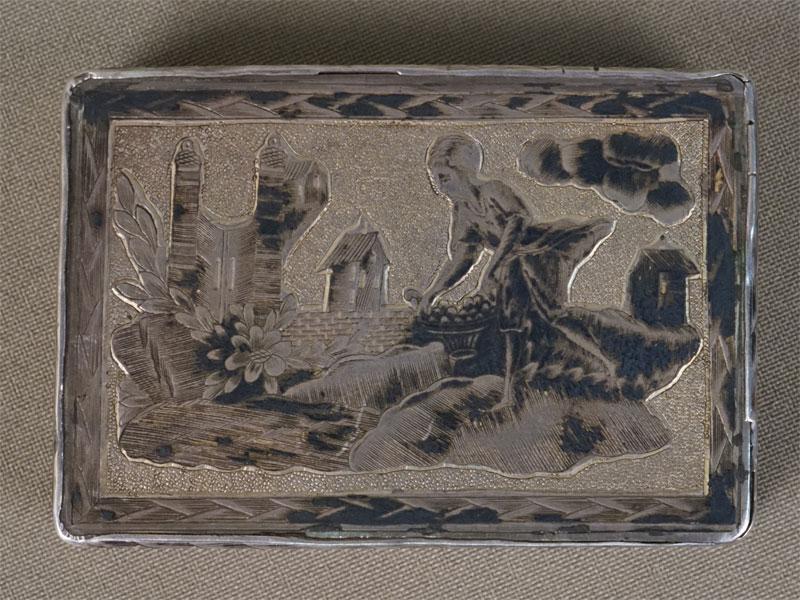 Табакерка, серебро 84 пробы, золочение, чернь, общий вес 56,4г., 4,7 × 6,9см