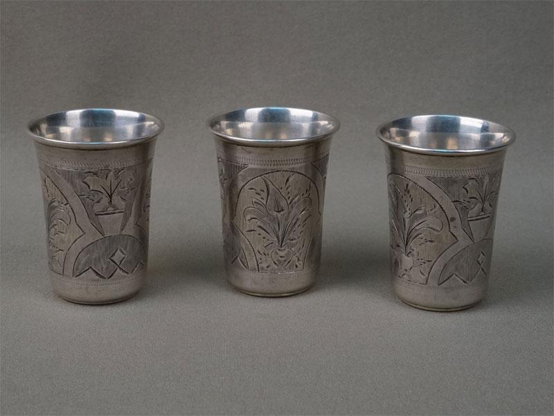 Три стопки, серебро 84 пробы, гравировка, общий вес 69,67г., высота 5,5см