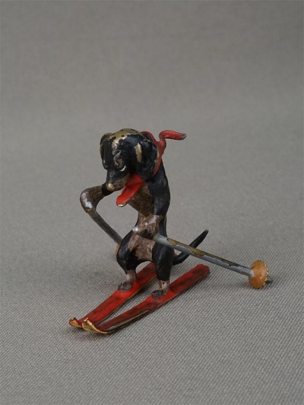 «Такса-лыжник», венская бронза, конец XIX – начало XX века, высота 4см