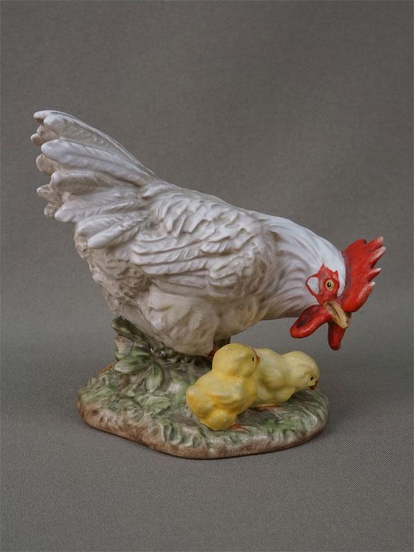 «Курица с цыплятами», фарфор, роспись. Германия, Goebel, середина XX века, высота 11см