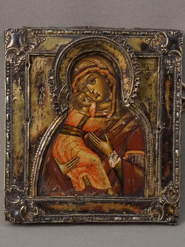 Икона «Пресвятая Богородица Владимирская», дерево, левкас, темпера, XVIII век,15 × 14см. Оклад серебро по реактиву, золочение