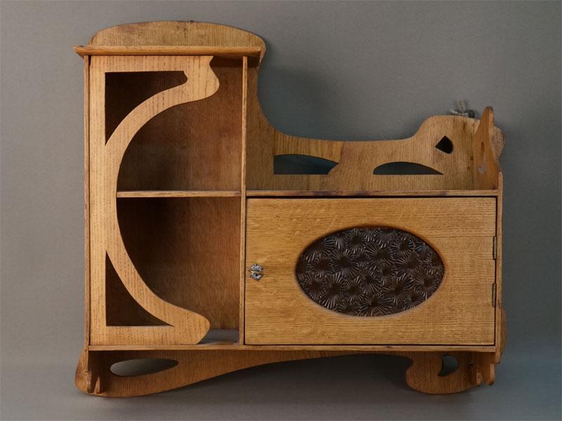 Полка в стиле модерн, дуб, начало XX века, 47 × 44 × 14см
