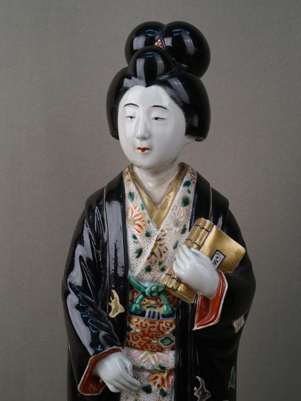 «Японка с книгами», фарфор, роспись, золочение. Япония, 1868-1912 годы, высота 44см