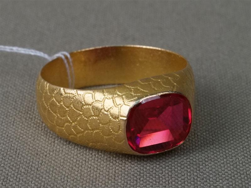 Кольцо мужское, золото 583 пробы, выращенный рубин, общий вес 7,91. Размер кольца 20,25.