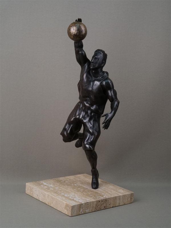 «Баскетболист», бронза, литье, подставка камень, высота 47см, автор П. Лизунов, 2019 год