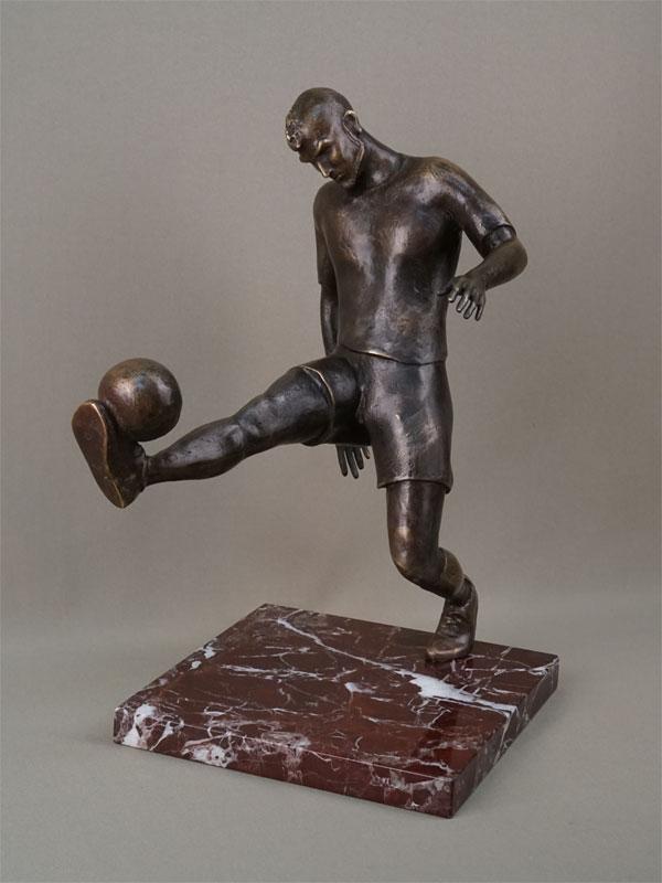 «Футболист», бронза, литье, подставка камень, высота 37см, авторская работа, 2019 год