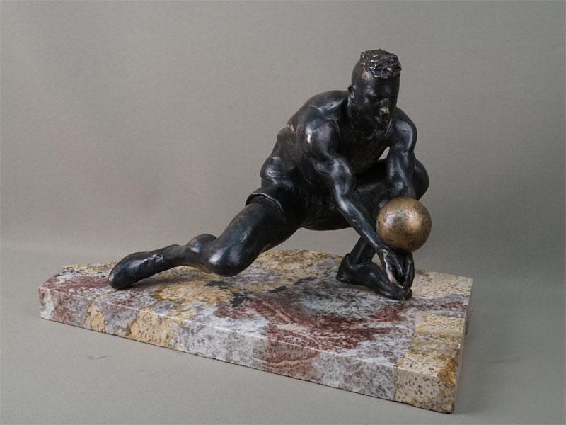 «Волейболист», бронза, литье, подставка камень, высота 28см, автор П. Лизунов, 2019 год