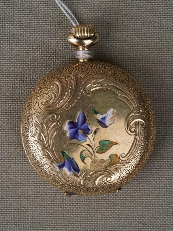 Часы карманные дамские, золото 56 пробы, эмаль (утраты), общий вес 24,47г., диаметр 3,5см (стекло утрачено)