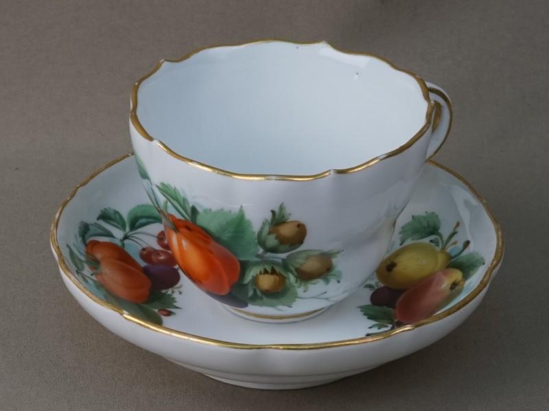 Чайная пара «Фрукты», фарфор, роспись. Германия, Мейсен, конец XIX – начало XX века