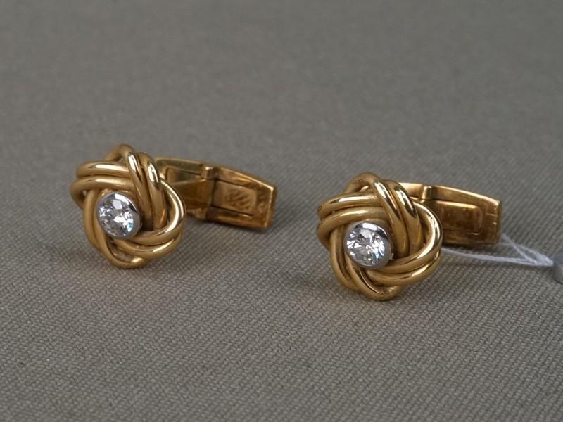 Запонки, золото по реактиву, общий вес 10,67г. Вставки: бриллианты (2бр Кр57 – 0,48ct 4/5)