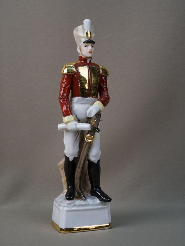 Скульптура «Офицер французской армии», фарфор, роспись, позолота, середина XX века, высота 25см