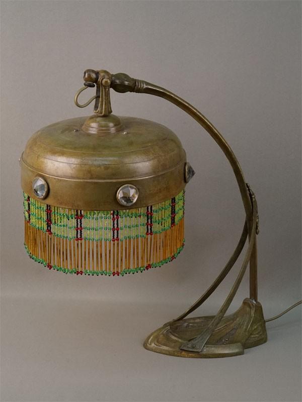 Лампа настольная в стиле модерн, бронза, бисер, начало XX века, высота 40см