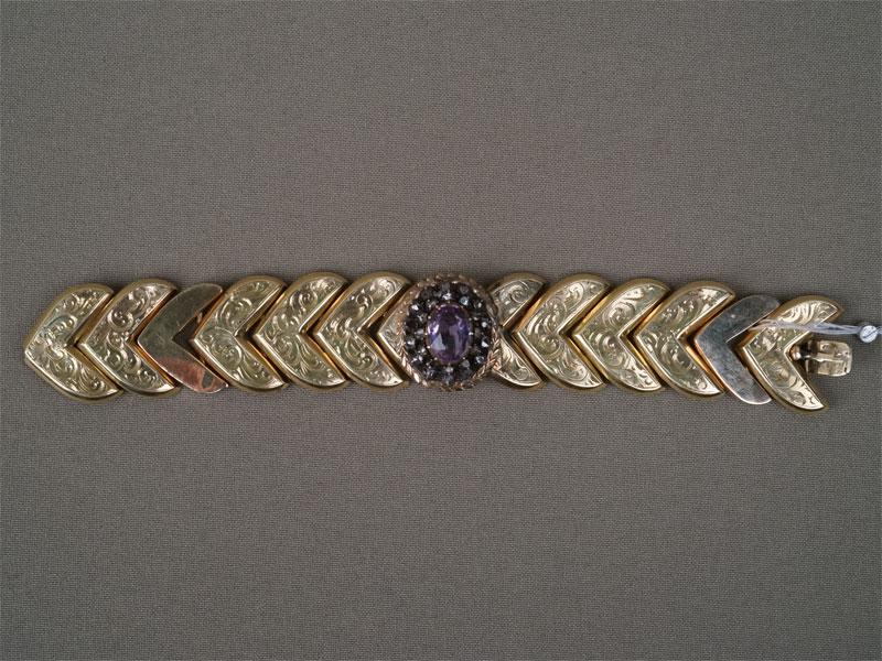 Браслет, золото 56 пробы, общий вес 36,4г. Вставки: 23 бриллианта («Роза»), 1 аметист