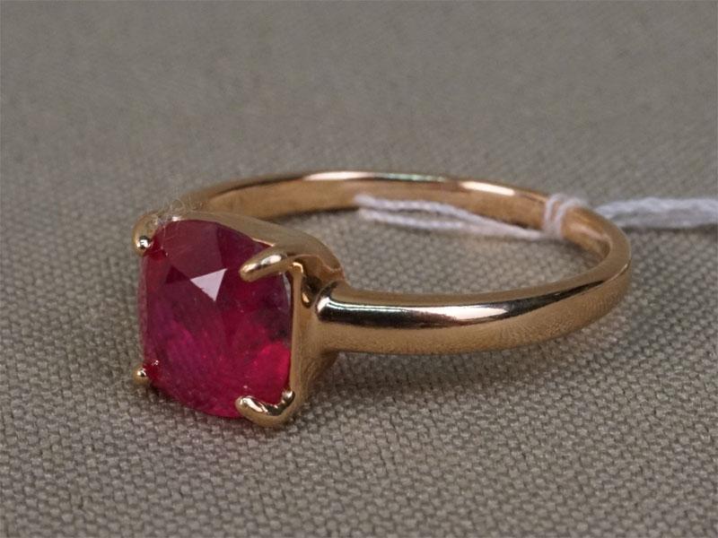 Кольцо, серебро по реактиву (925 проба), общий вес 2,22г. Вставки: 1 рубин («Кушон» — 2,28ct). Размер кольца — 17.5