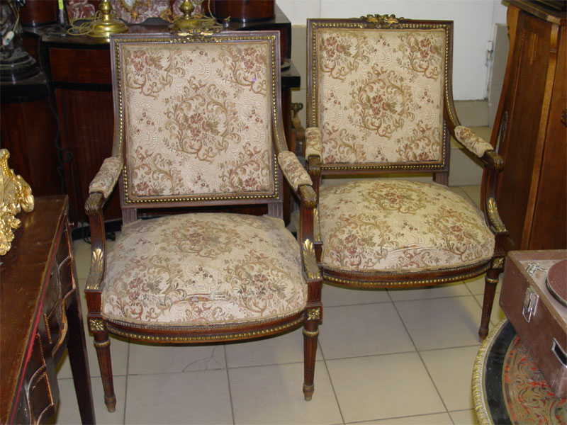 Антиквариат. старинное кресло