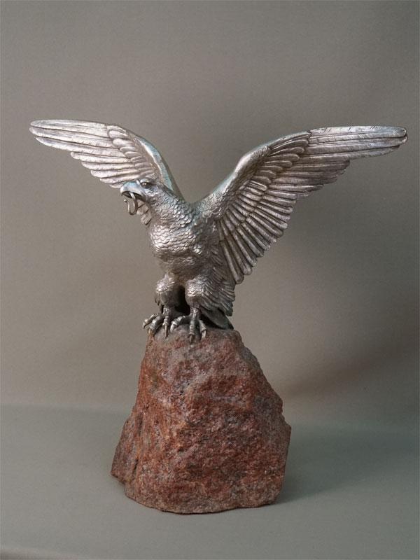 Скульптура «Орел на скале», бронза, серебрение, постамент камень, конец XIX – начало XX века, высота 41см