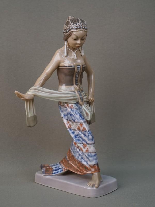 Скульптура «Балинезийская танцовщица», фарфор, роспись подглазурная. Копенгаген, 1950-е годы, высота 24см