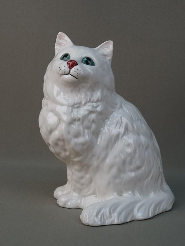 «Белая кошка», фарфор, роспись. Англия, Royal Doulton, 1960-е годы, высота 23см