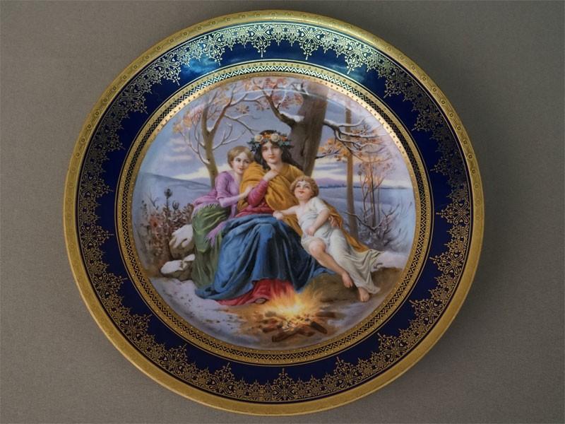 Тарелка настенная «Аллегория Зимы», фарфор, роспись, кобальт, позолота. Вена, конец XIX века, диаметр 24,5см