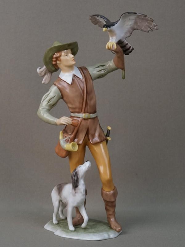 Скульптура «Охотник с соколом и собакой», фарфор, роспись. Германия, Кайзер (Kaiser), 1960-е годы, высота 26см