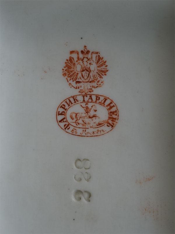 Скульптура (спичечница) «Сапоги», бисквит, роспись. Завод Гарднера, конец XIX века, высота 8,5см